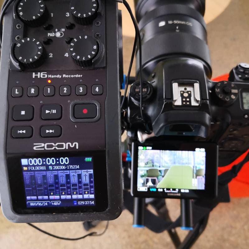 productora audiovisual cámara y grabadora de audio